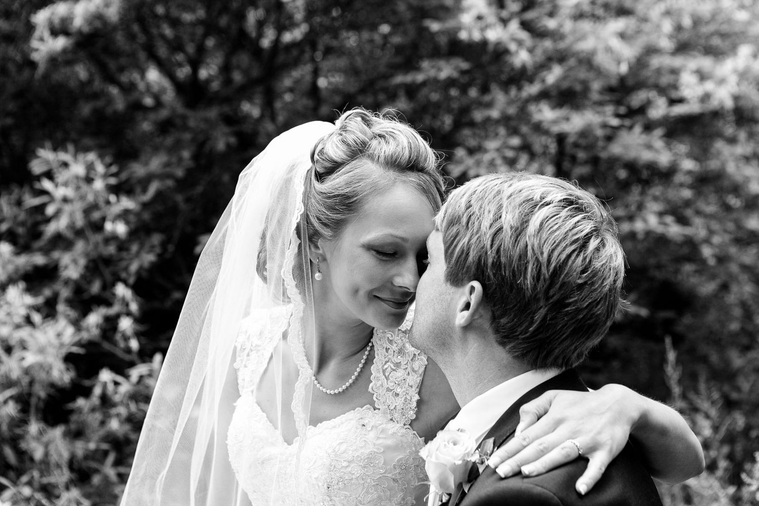 couples photography bride and groom in black and white