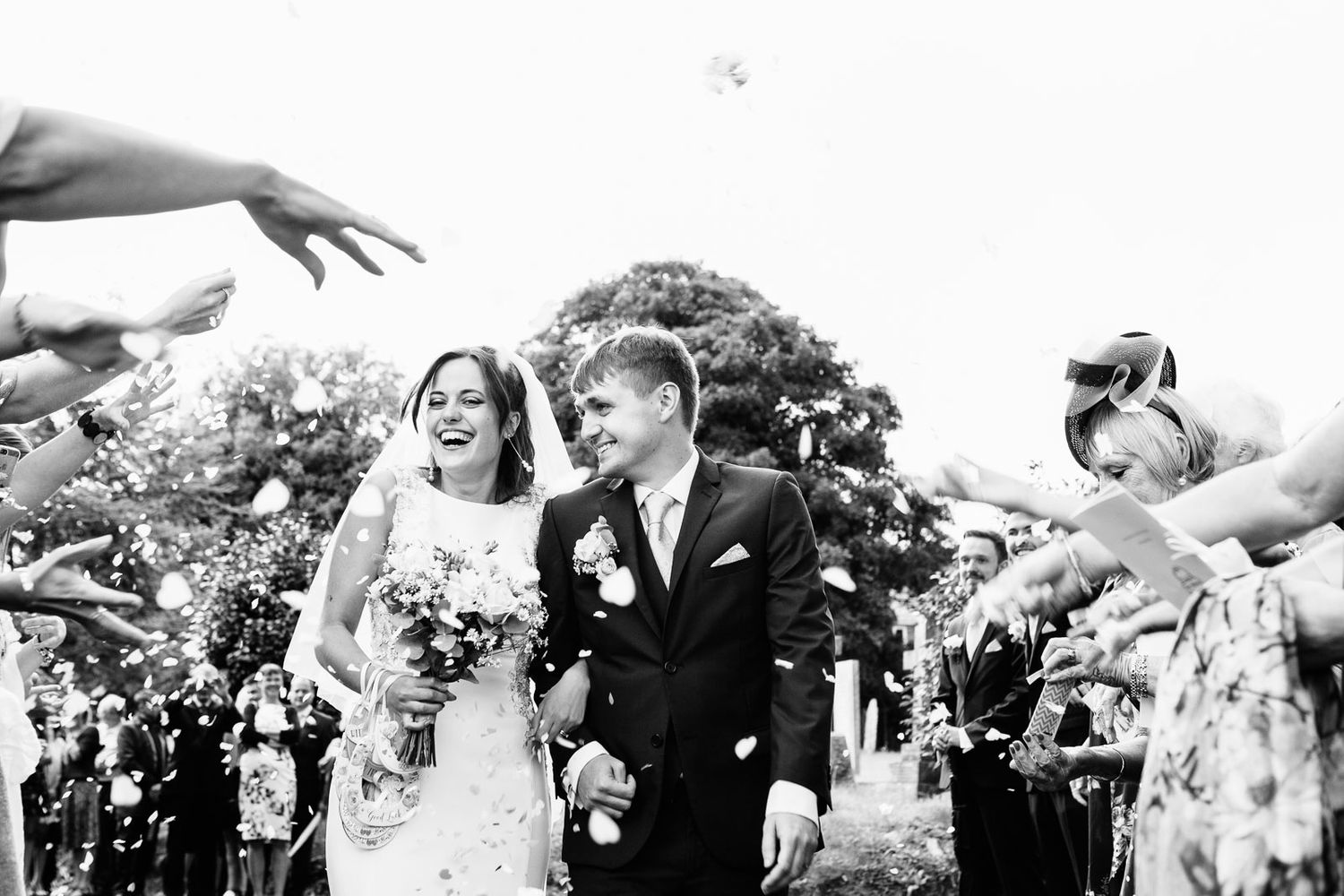 creative confetti wedding photography by Tuscany photographer Elizabeth Armitage