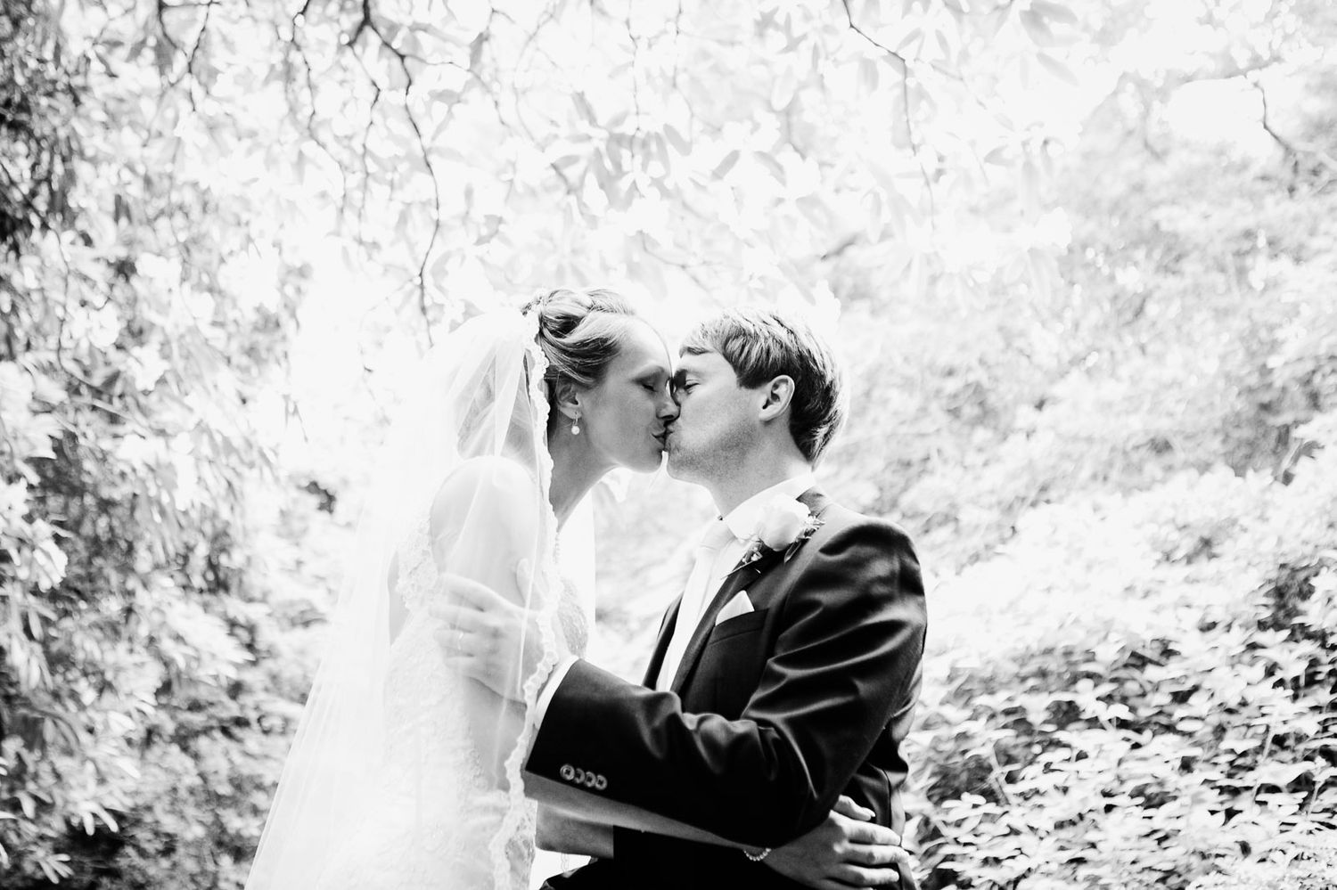 creative wedding photography by Tuscany photographer Elizabeth Armitage