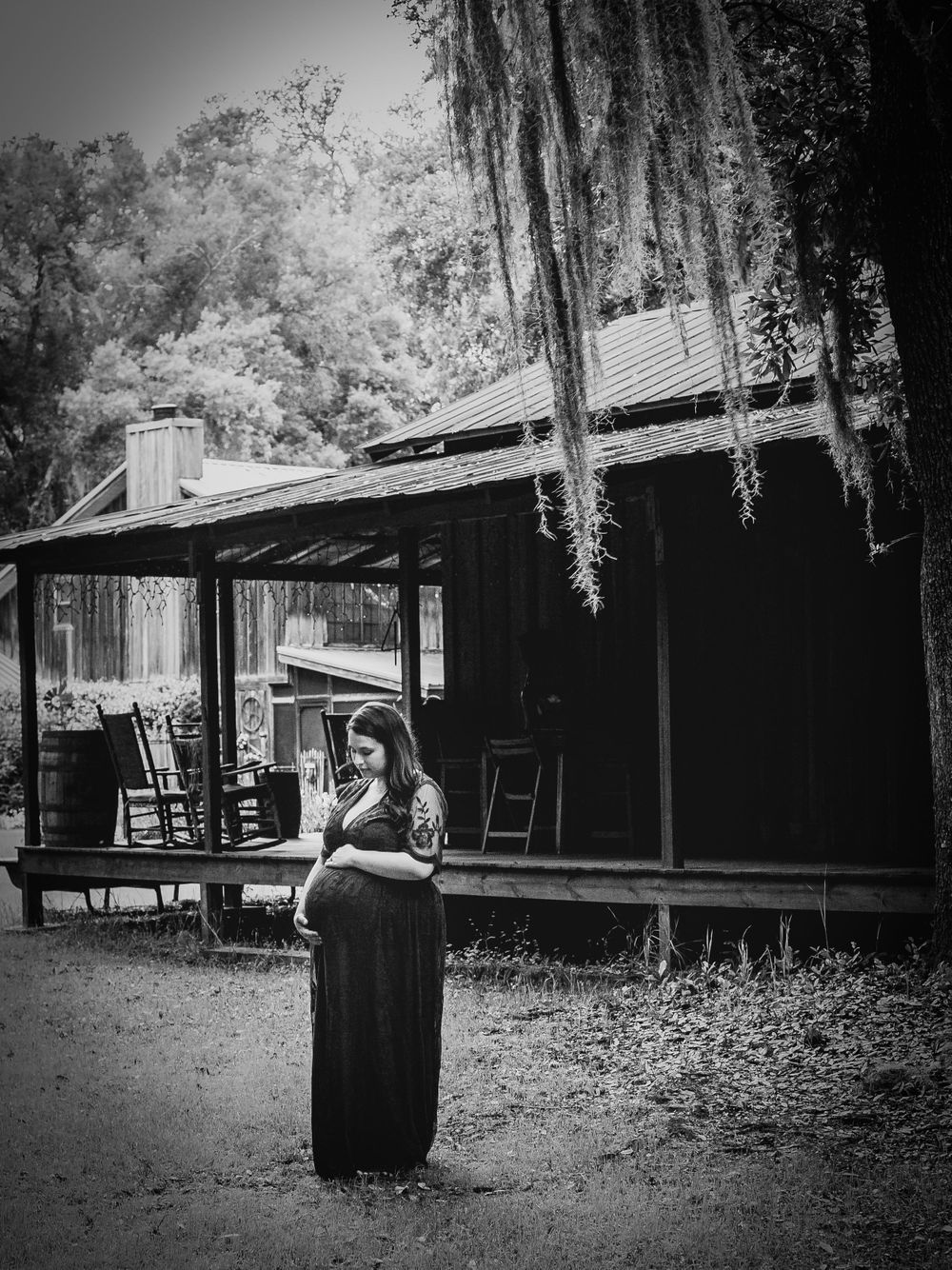 cabin black and white family maternity belly jacksonville tuckers farm