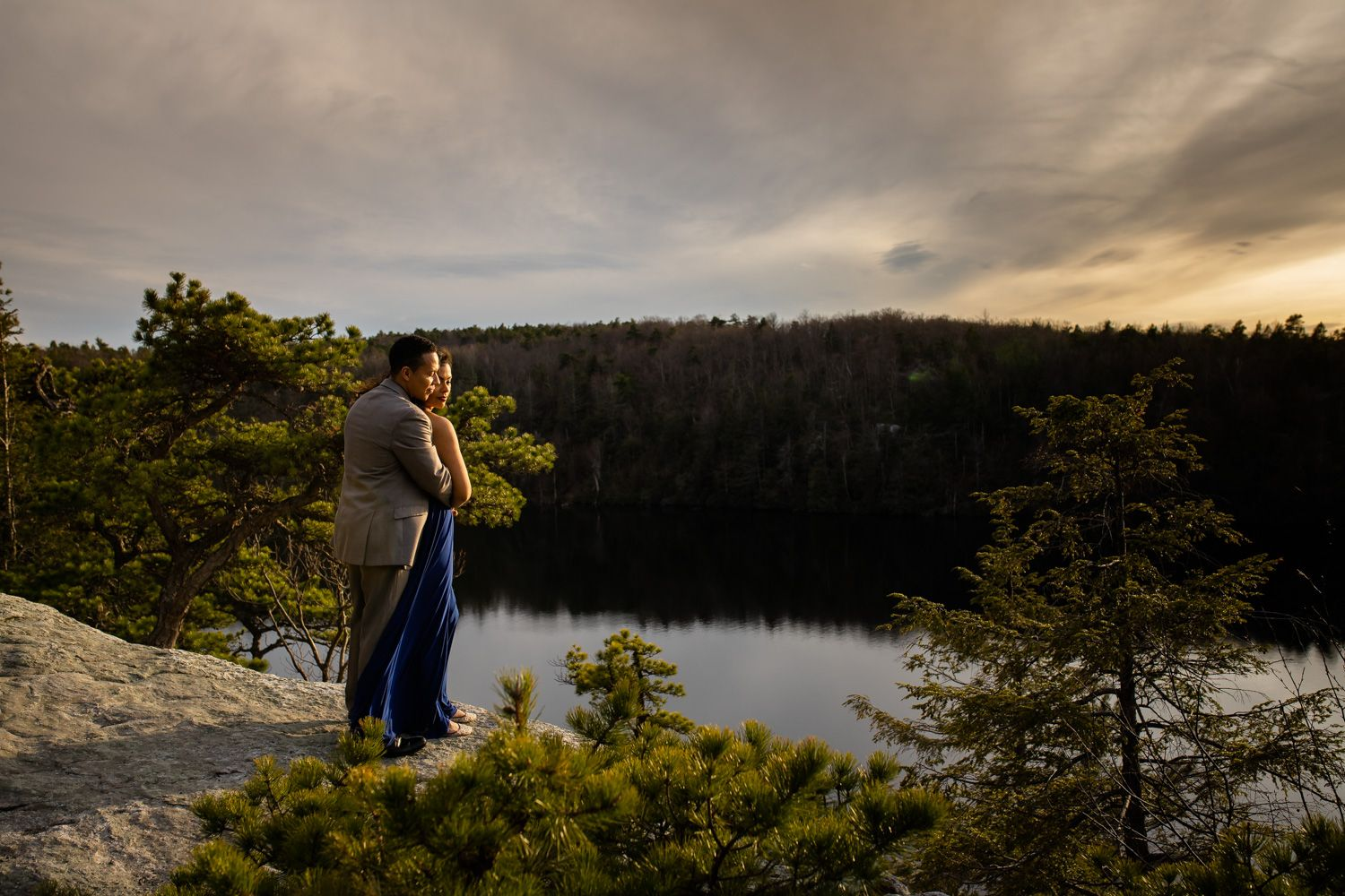 Sunset engagement photo session at Minnewaska State Park