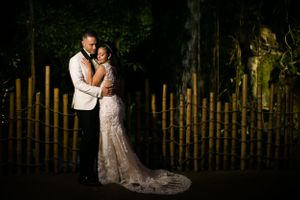 Bride and groom wedding photo at Dallas World Aquarium by Dallas wedding photographer Monica Salazar photography