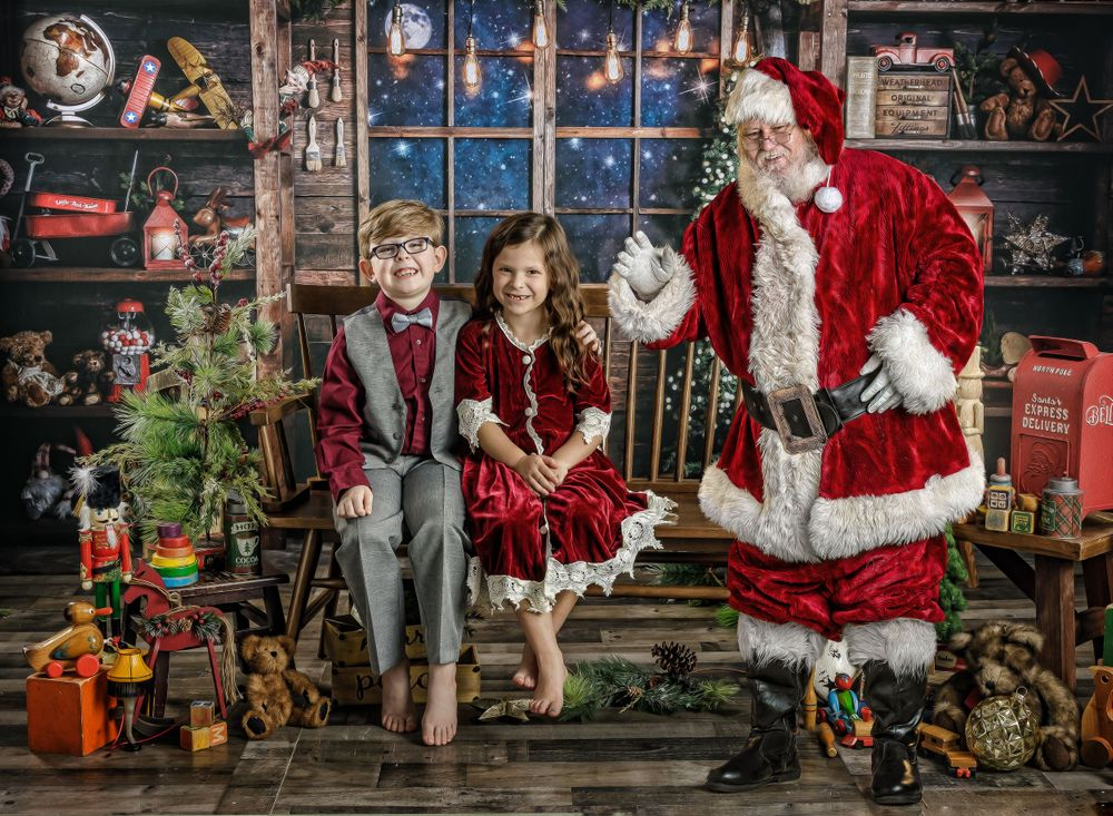 austin newborn photograpy 2020 Magic of the Holidays Limited edition Santa's Magical Workshop with Santa