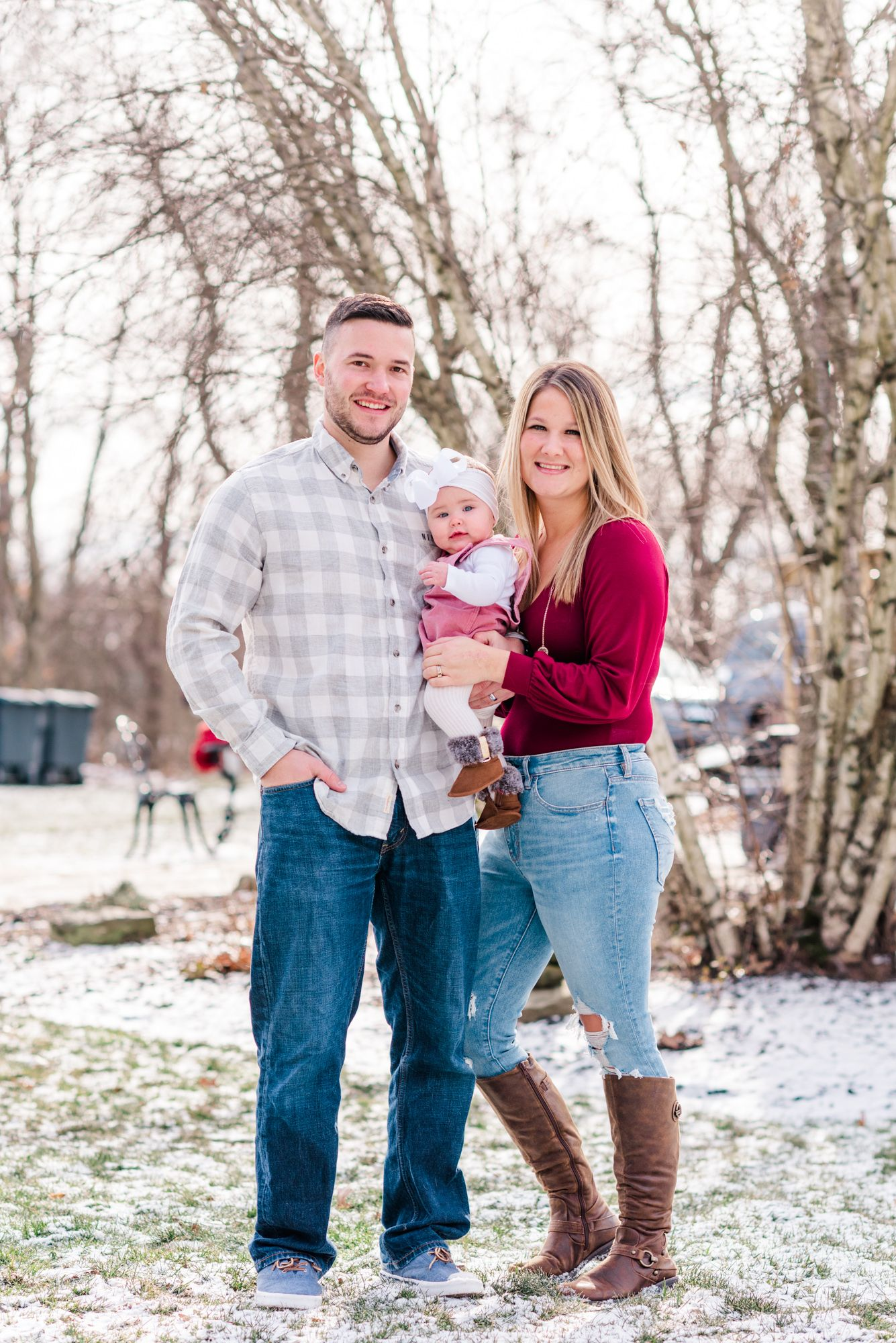 Lifestyle family photoshoot in the winter in Gibsonia, Pennsylvania