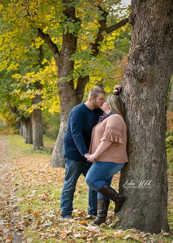 spokane couple by a tree kissing in Manito park photographer luba wold