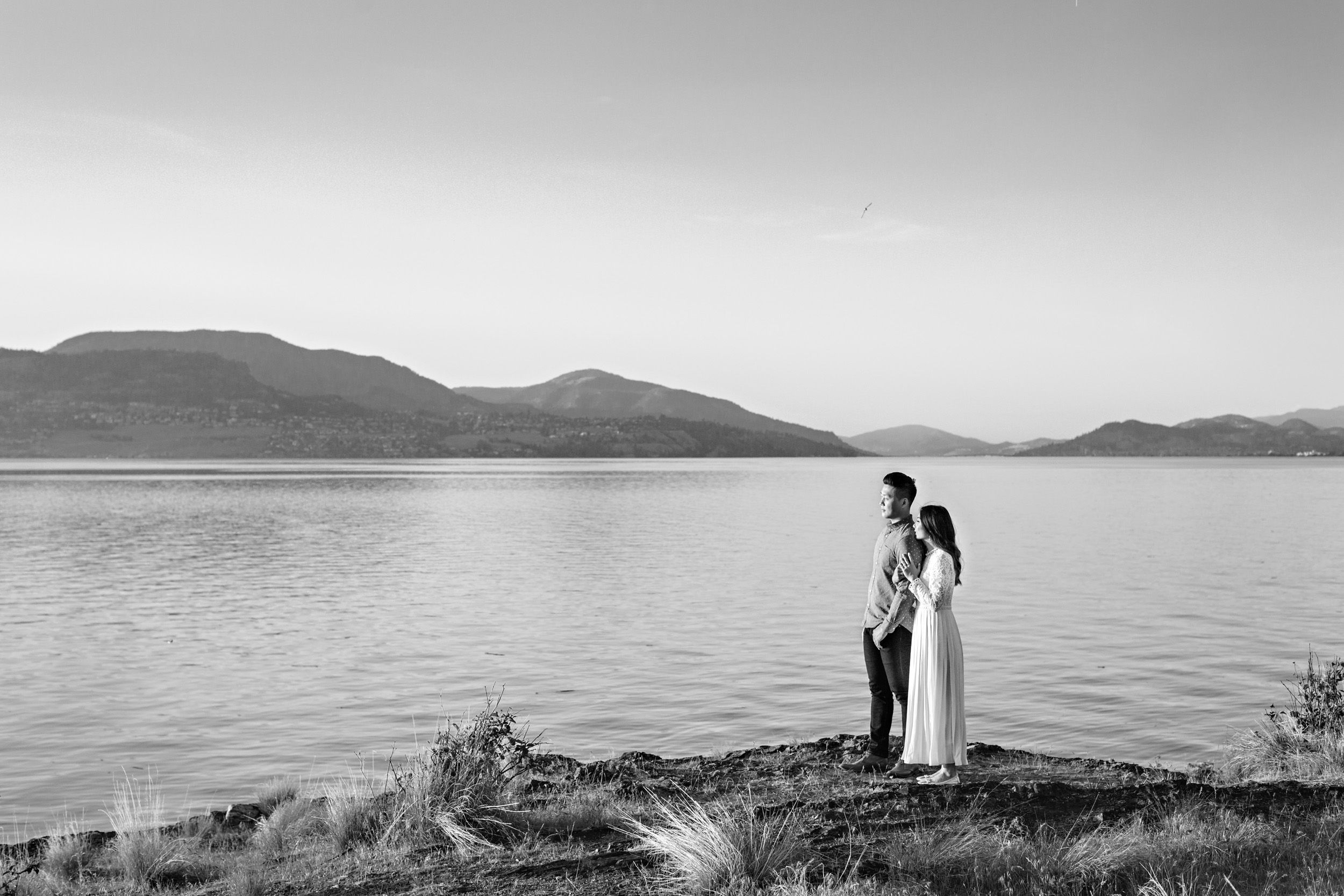 engagement shoot overlooking okanagan lake