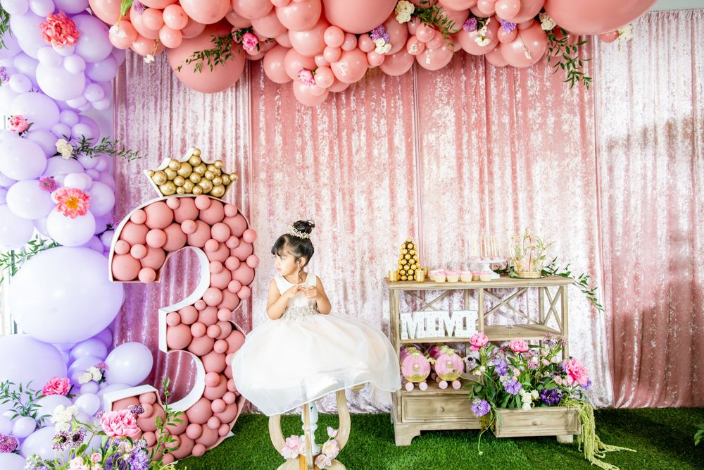 Moms Kloset Balloons - Princess Theme - Girl takes photo with all accessories.