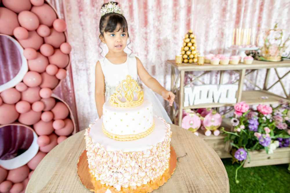 Moms Kloset Balloons - Princess Theme - Cake Photo