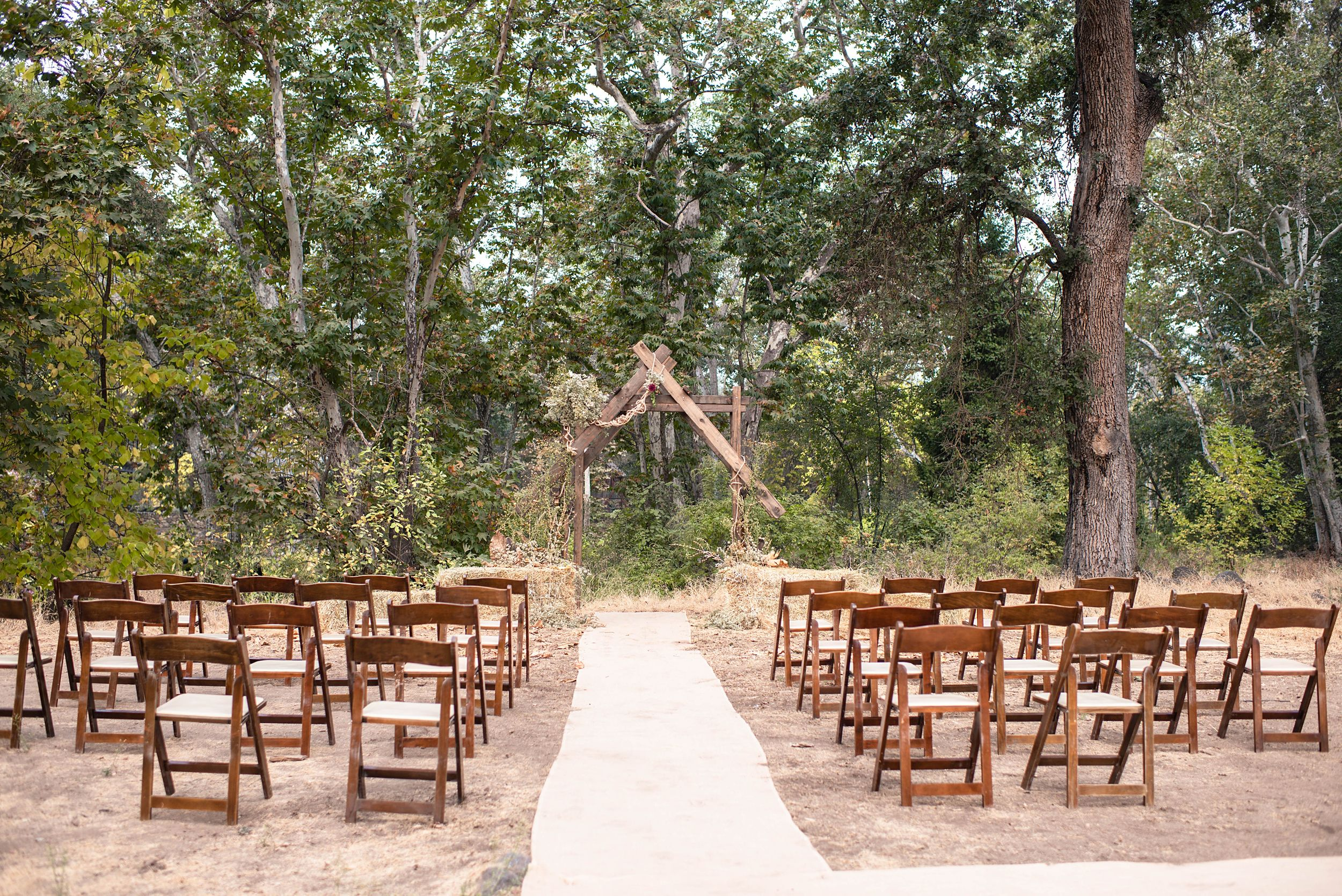 outdoor wedding in three rivers california riata ranch ceremony decor