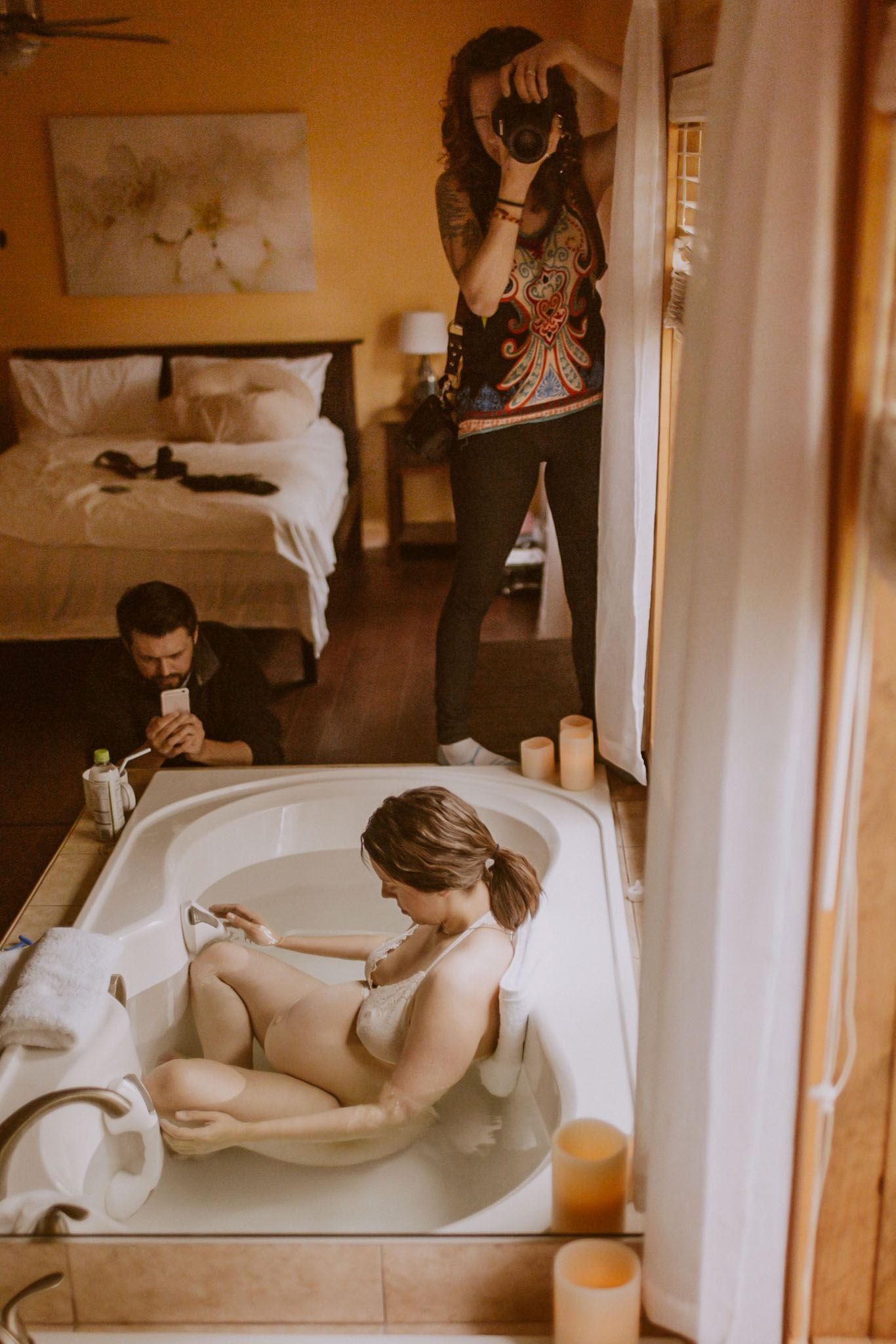danica donnelly photographing home birth