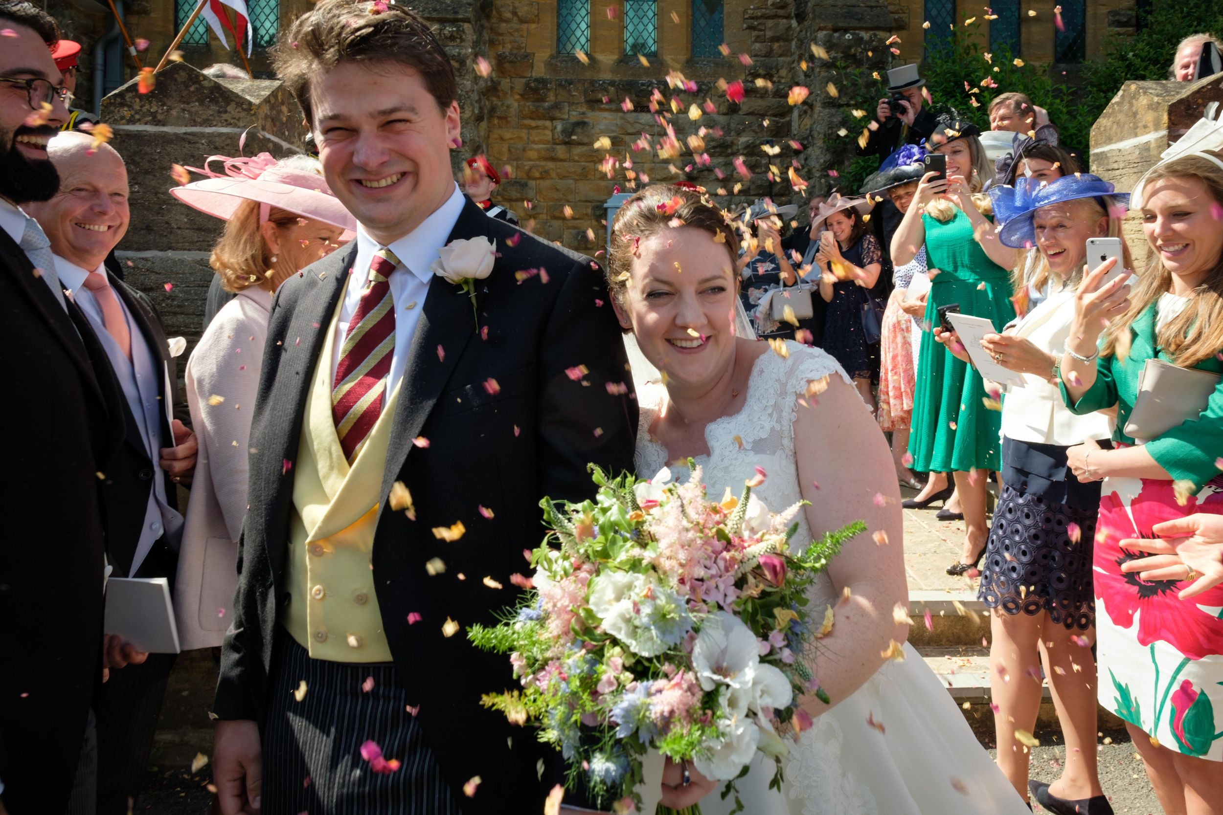 bride and groom wedding confetti throw