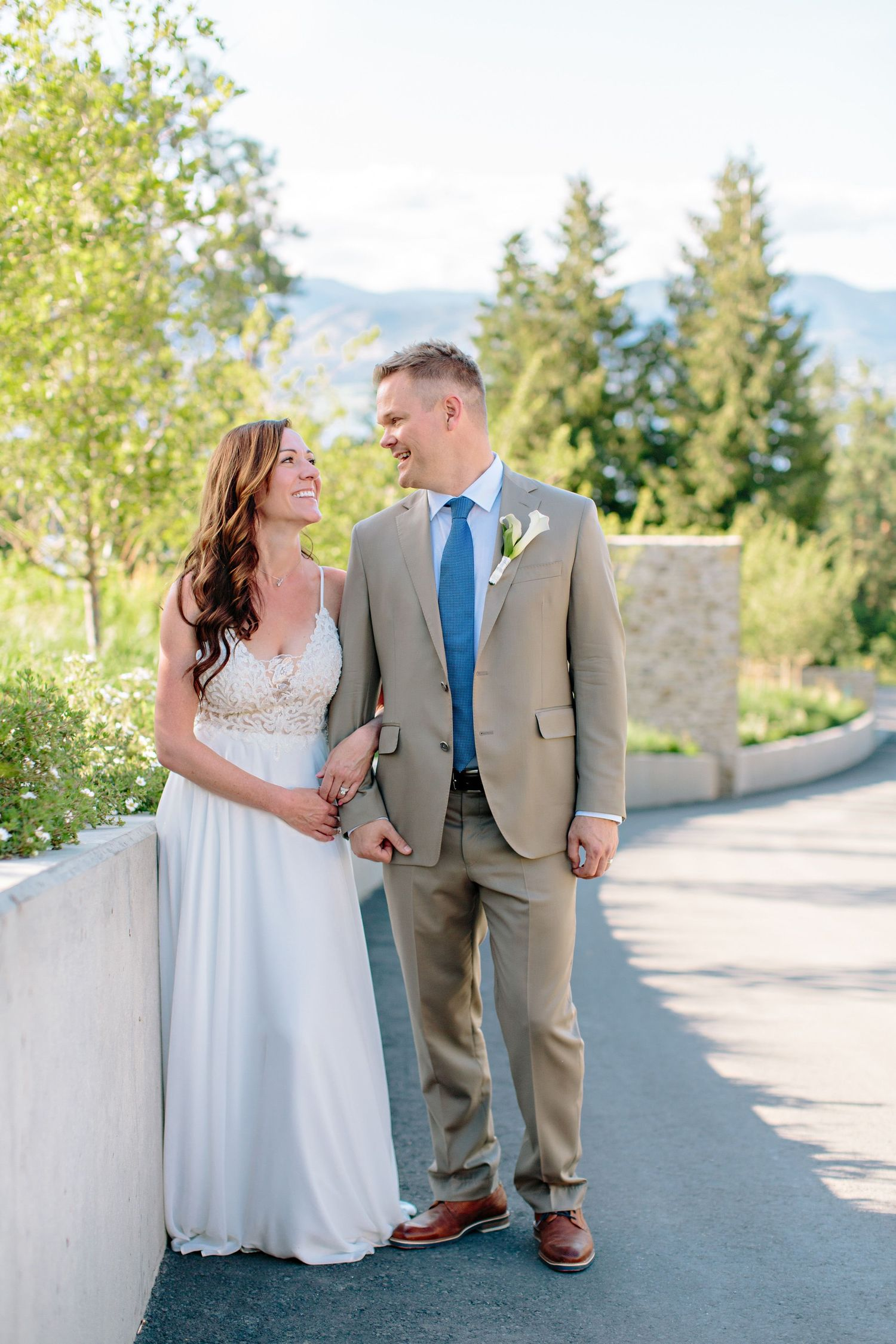 bride and groom kelowna vineyard wedding