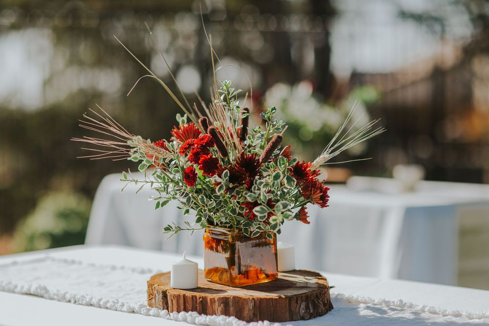 rebecca skidgel photography wedding photographer photography backyard boho covid19 reception decor floral beautiful