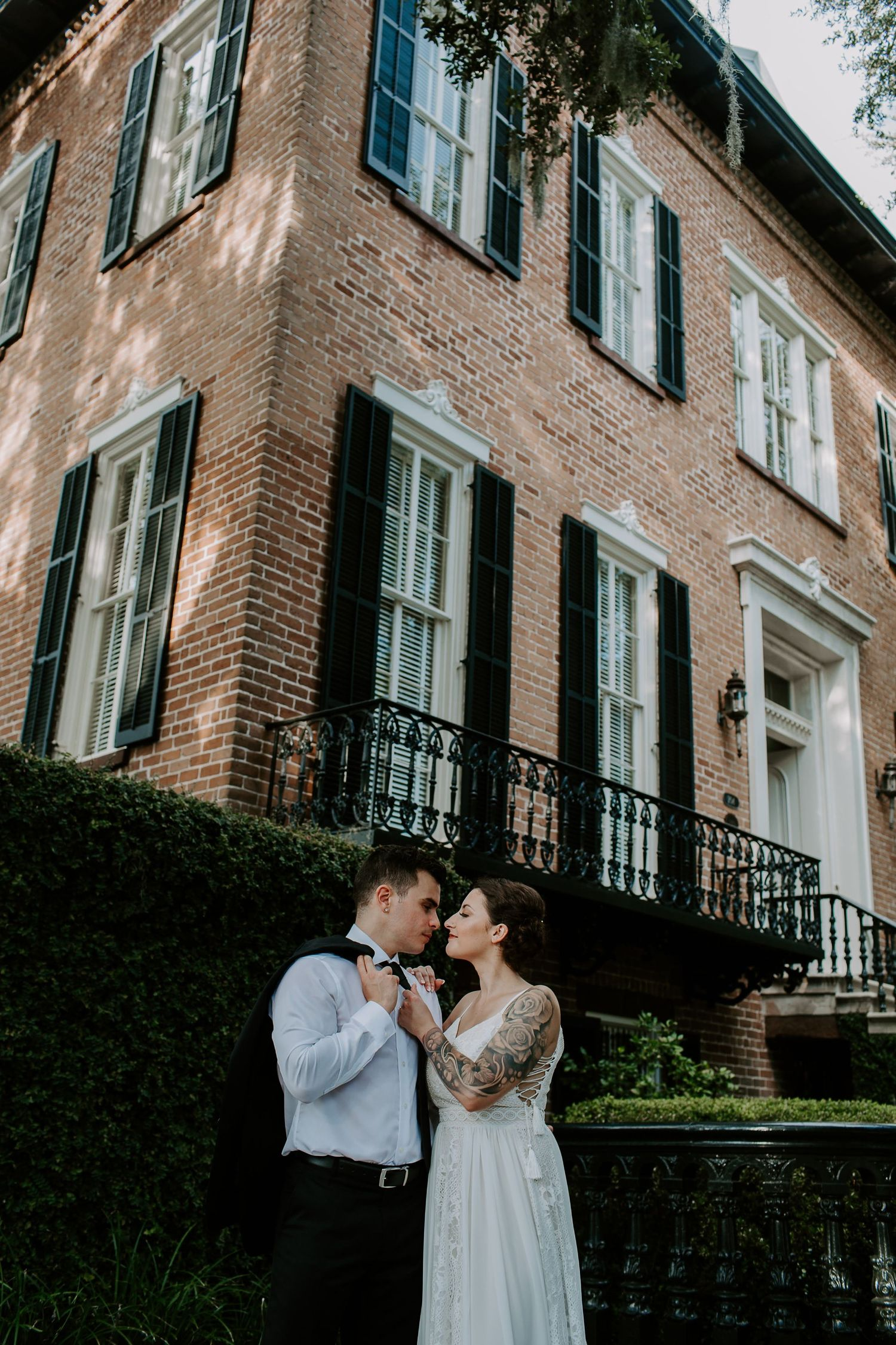 couple embracing in front of antebellum architecture during their Savannah, Georgia elopement