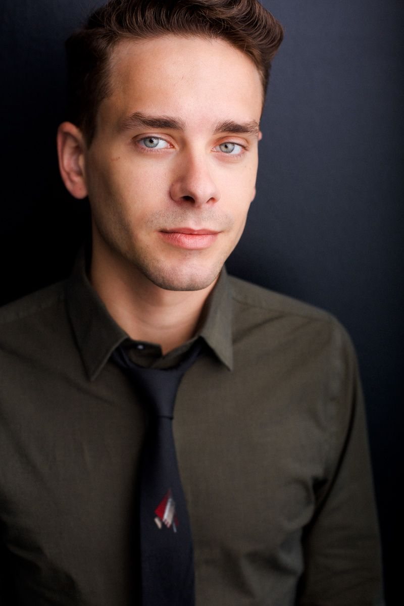 headhshots nyc of actor josephy o'malley in green shirt and black tie