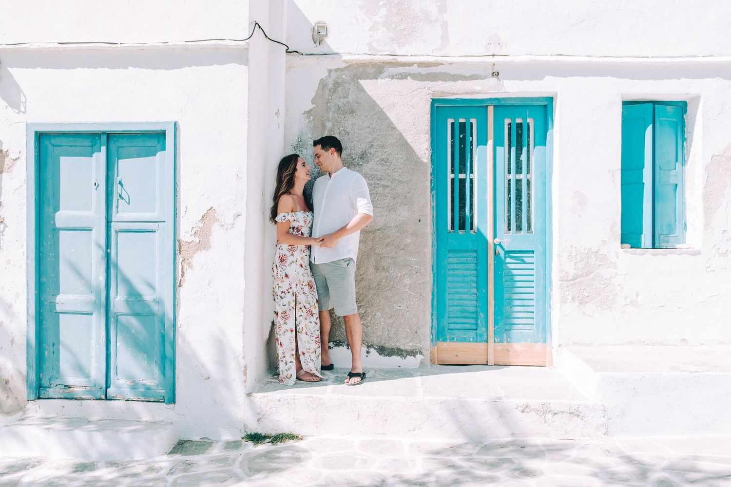 couple at kastro in sifnos island