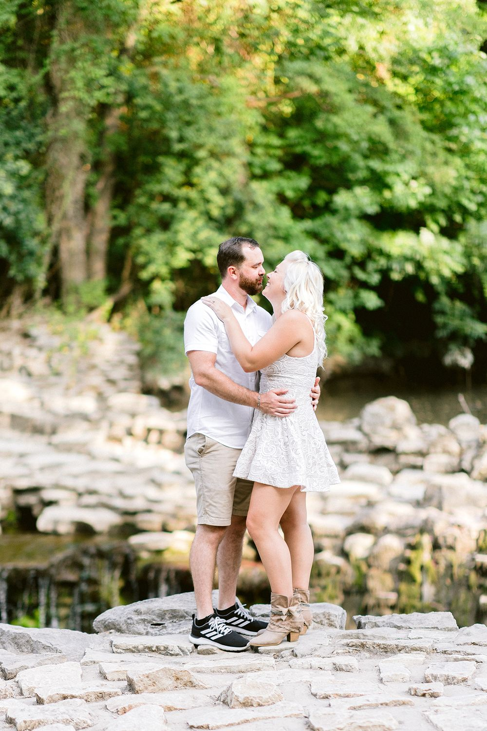 kissing couple Elizabeth Couch Photography Prairie creek engagement photos waterfall
