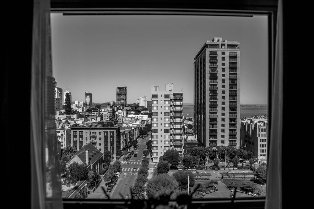 rebecca skidgel photography marina academy san francisco wedding view from hotel getting ready