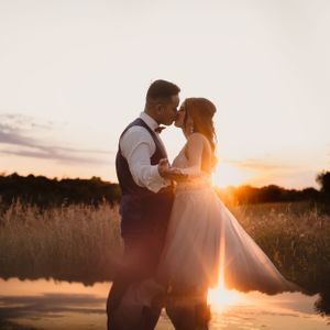 bride-groom-kissing-during-sunset-at-carper-winery-norwalk-iowa-raelyn-ramey-photography