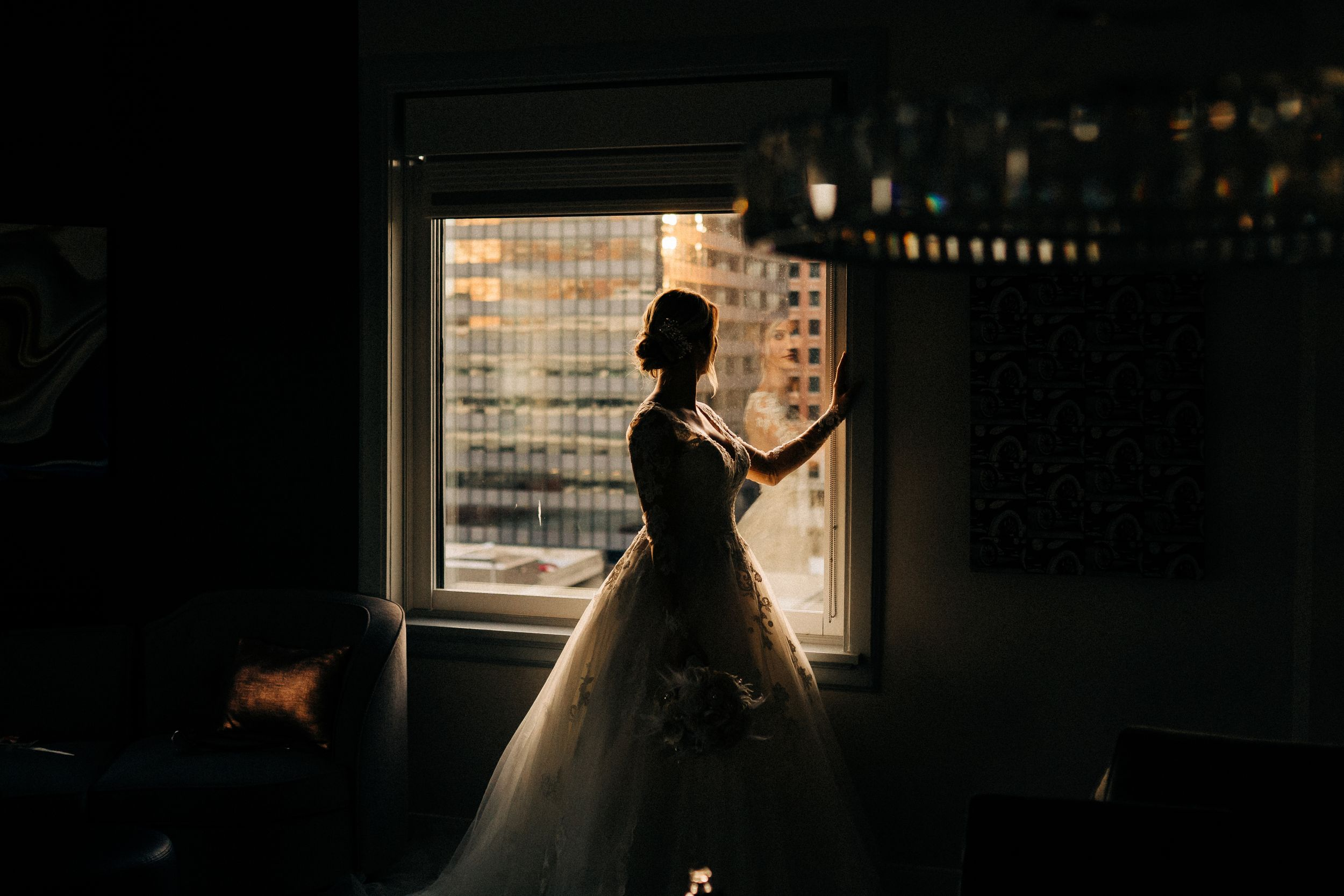 bride-looking-out-window-a-savory-hotel-desmoines-iowa-raelyn-ramey-photography