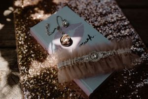 detail-shots-of-rings-and-garter-belt-summerset-winery-indianola-iowa-raelyn-ramey-photography