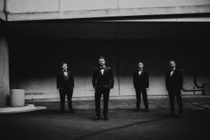 groom-groomsmen-standing-in-ally-way-desmoines-iowa-raelyn-ramey-photography