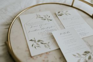 detail-shot-of-stationary-wedding-desmoines-iowa-raelyn-ramey-photography