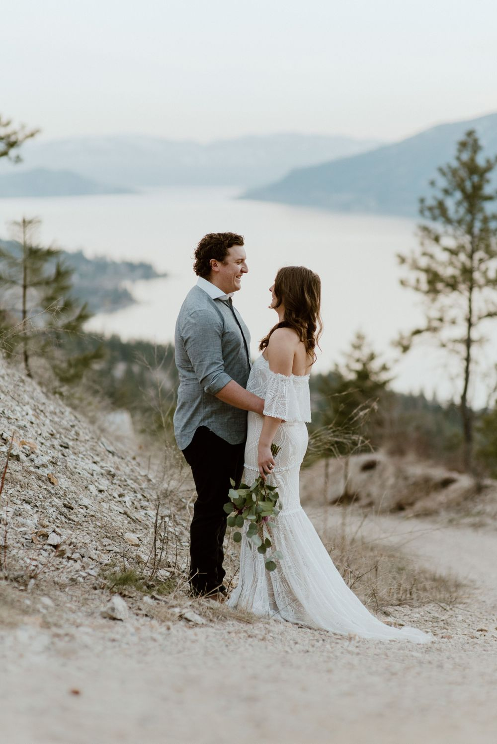 bohemian-bride-and-groom-elopement-on-a-mountain