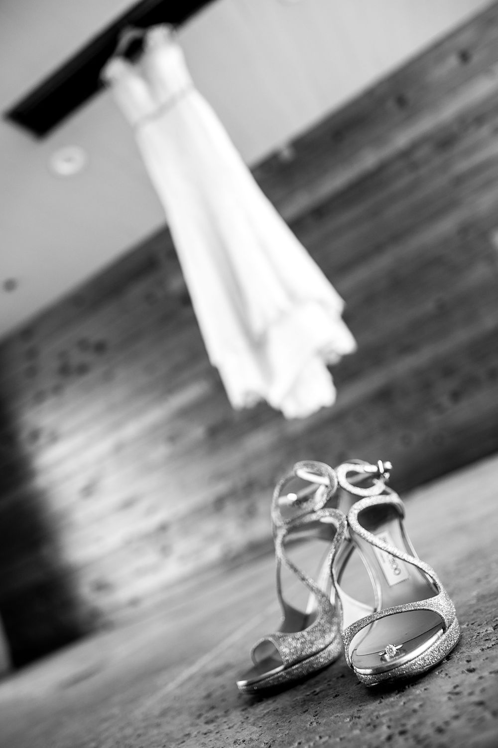 rebecca skidgel photography crow canyon country club danville wedding photographer bride getting details dress hanging