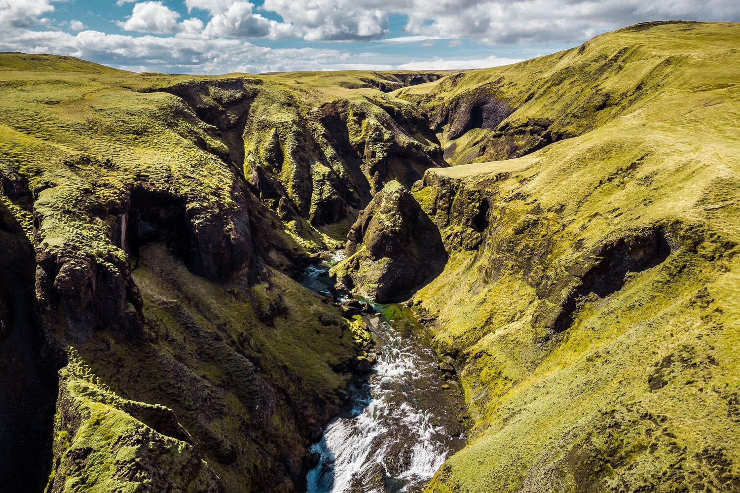 Valley in Iceland landscape during adventurous full day elopement