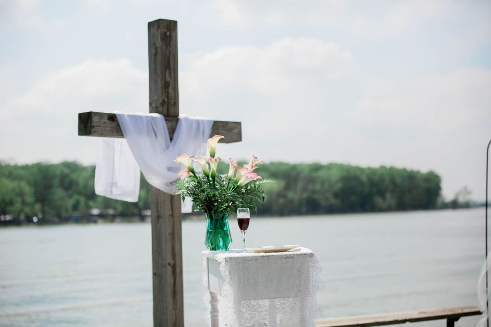 A cross at the front of the wedding ceremony in Iowa