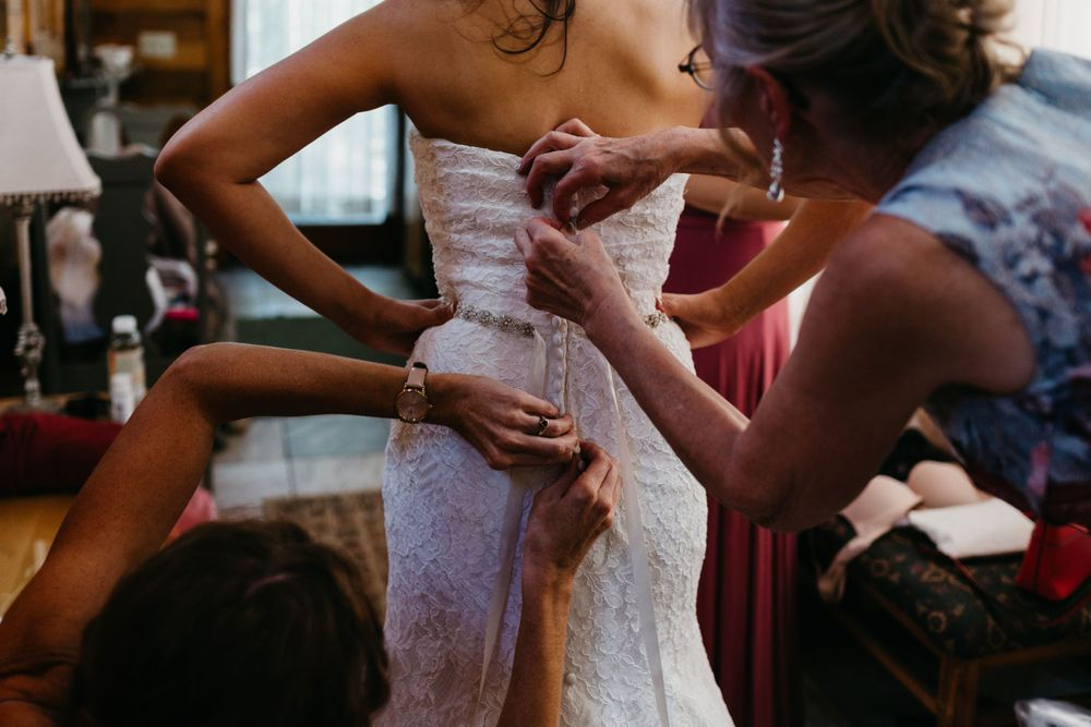 Getting ready photos, Colorado Springs Wedding, Bridal Dress, Colorado Wedding, Classic Wedding