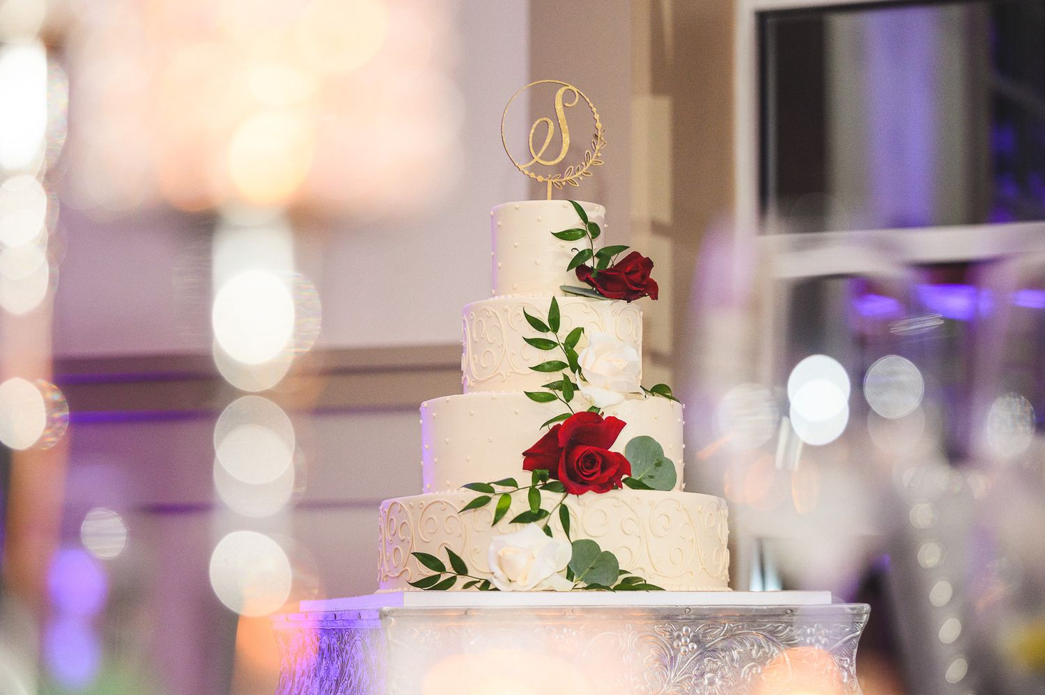 bride and groom cake details