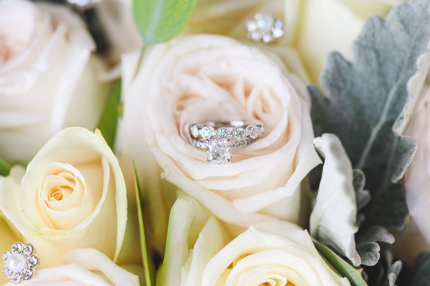 bouquet with bride and groom rings details