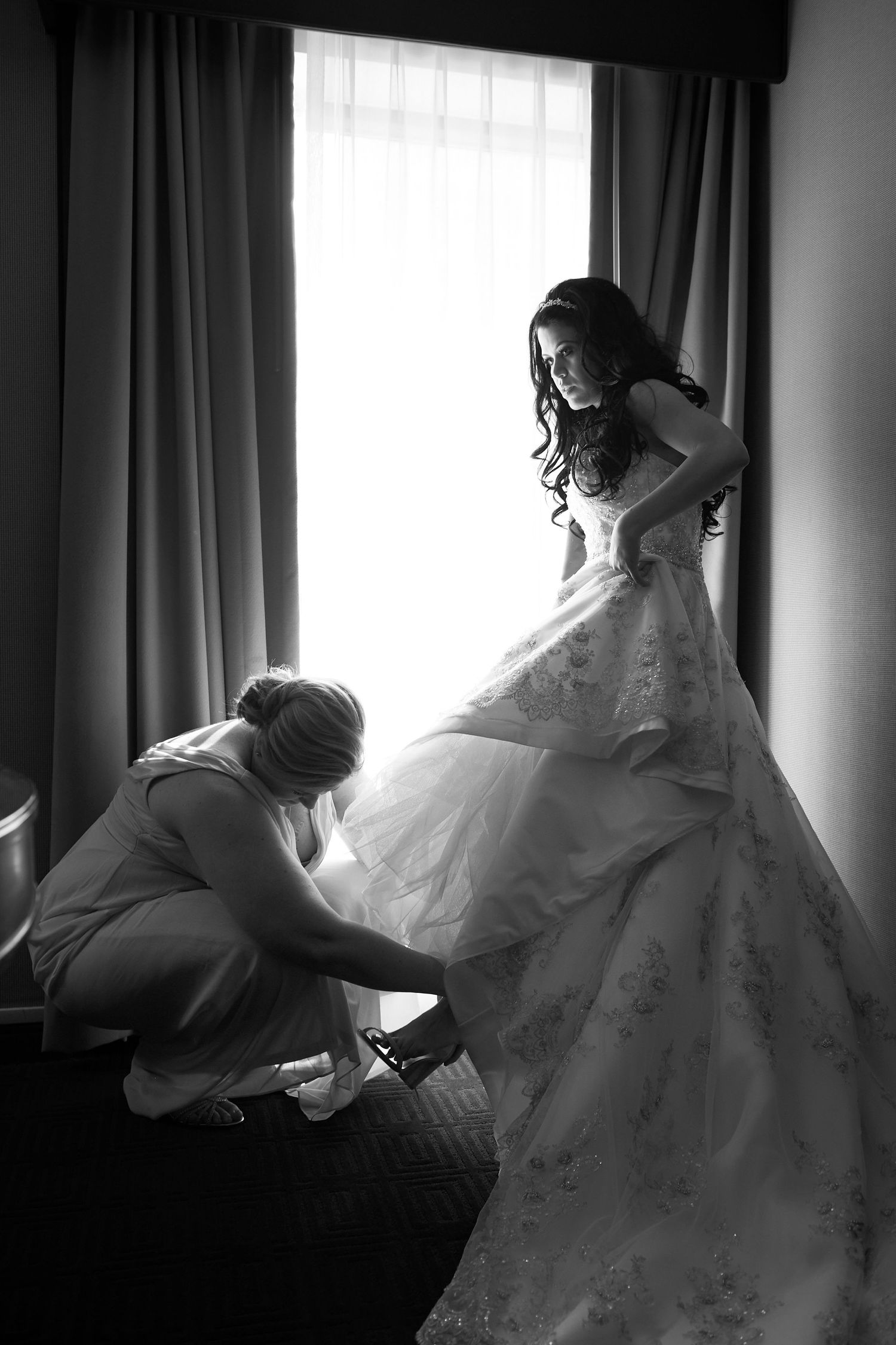 bride getting help with her shoes at the Marriott in Old City Philadelphia