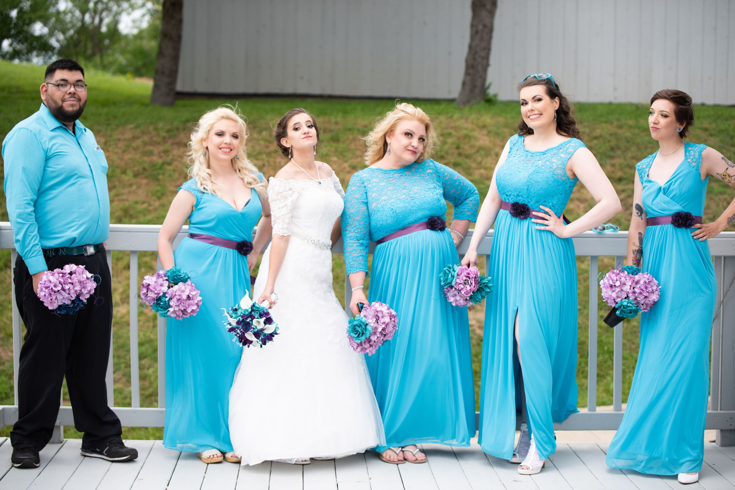 bridesmaids pose, Skyview Lodge, Brunswick, Ohio