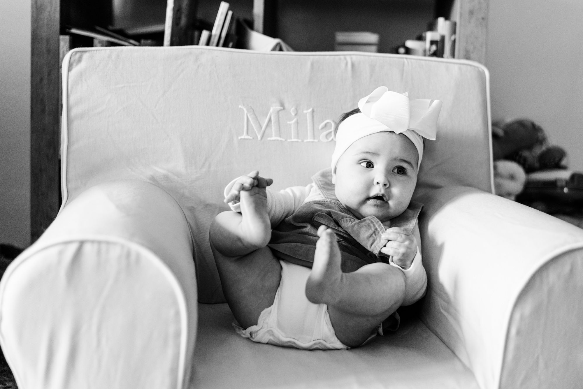 Lifestyle family photoshoot in the home with 6 month old baby wearing bow in black and white in Gibsonia, Pennsylvania