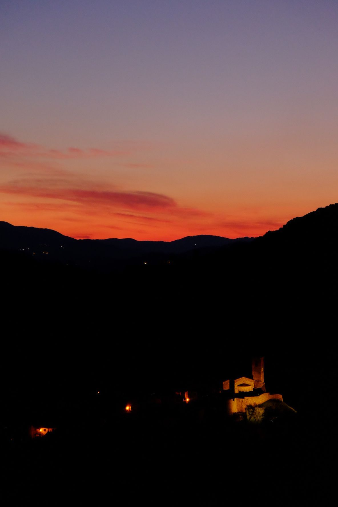 after sunset in Northern Tuscany captured by photographer Elizabeth Armitage