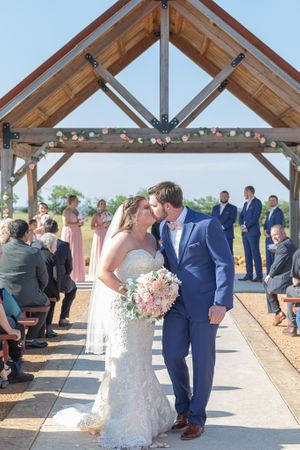 First Kiss | Chapel Creek Ranch | Denton, Tx