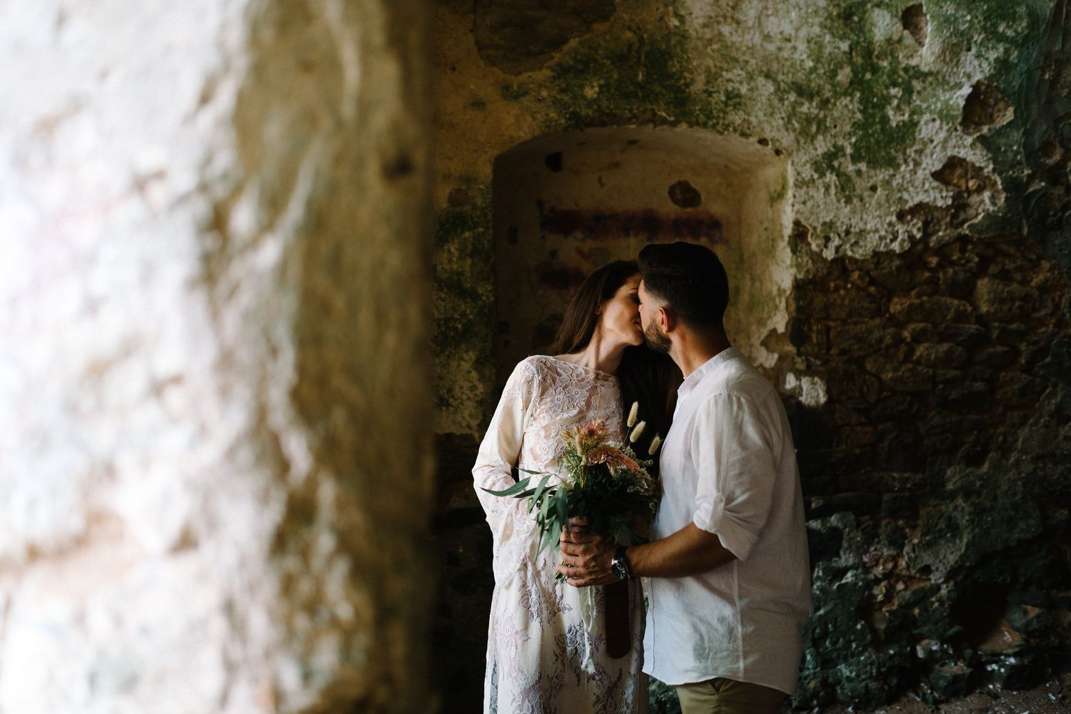 couple kissing inside pantocrator castle in preveza