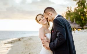 sunset kiss Nicolas Fanny - Mauritius Wedding Photographer - Destination Wedding