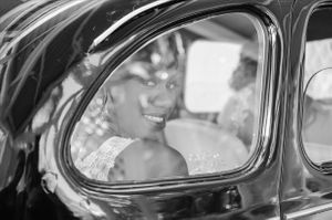 bride in old car - Nicolas Fanny - Mauritius Wedding Photographer - Destination Wedding