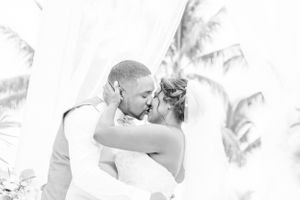 Groom kiss bride - Nicolas Fanny - Mauritius Wedding Photographer - Destination Wedding