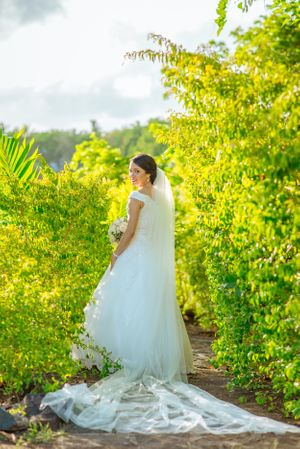bride nature - Nicolas Fanny - Mauritius Wedding Photographer - Destination Wedding