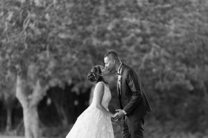 Black and white kiss - Nicolas Fanny - Mauritius Wedding Photographer - Destination Wedding