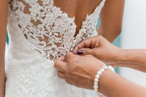 Tying bride's dress - Nicolas Fanny - Mauritius Wedding Photographer - Destination Wedding