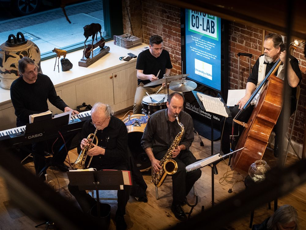 Overhead shot of jazz band playing in art gallery.