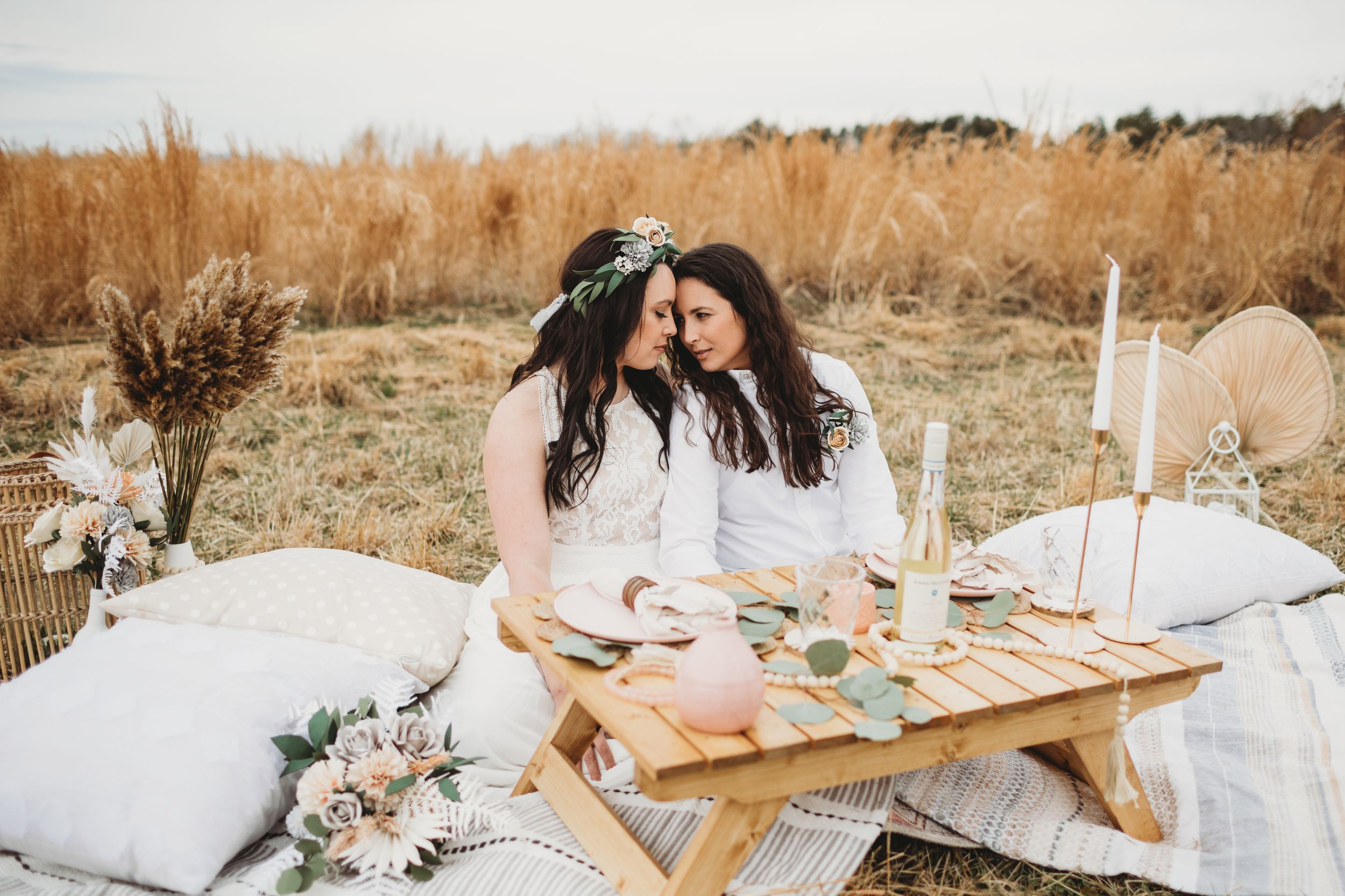 Choosing between a big wedding and a small wedding or elopement: pros and cons of each
