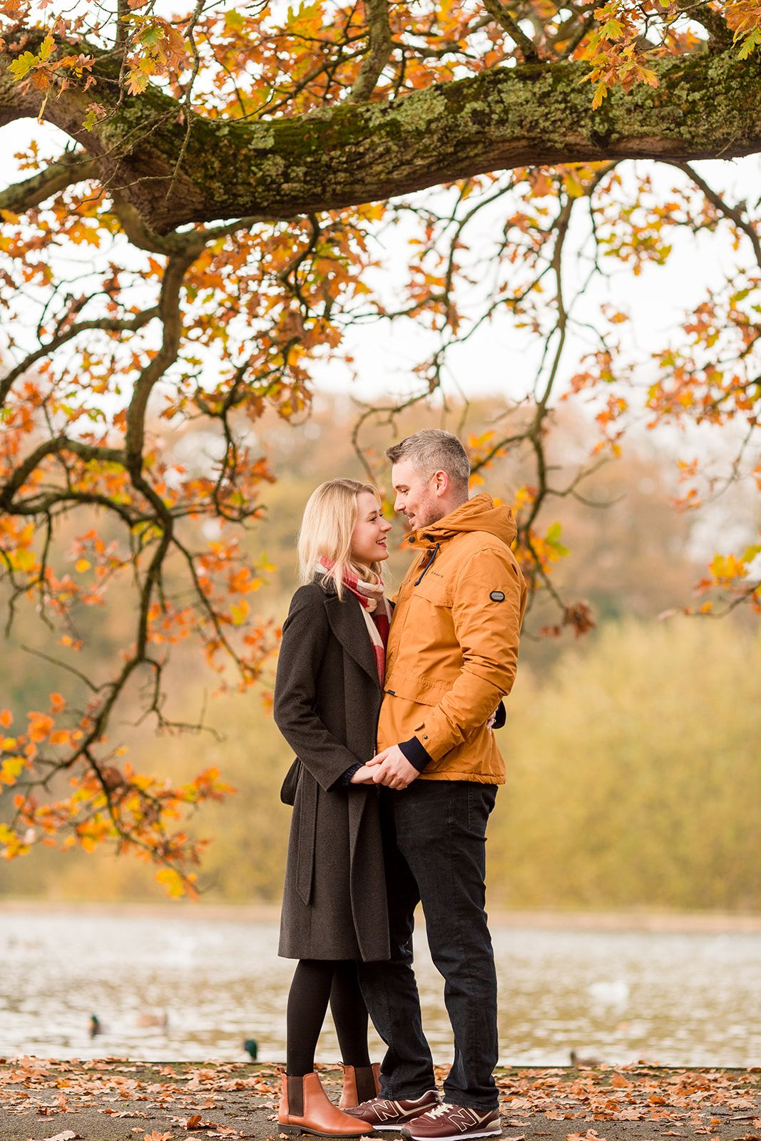 love autumn engagement sessions