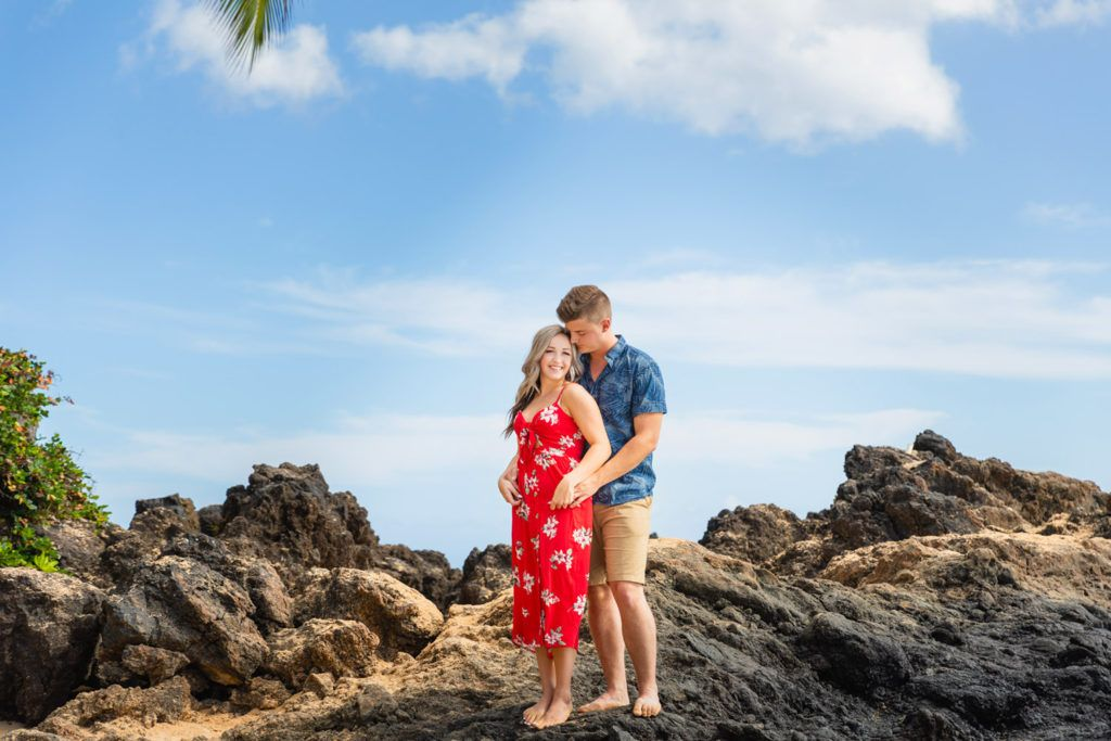 lovers just engaged on their maui photo session